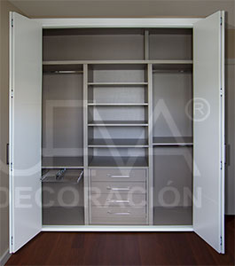 interior de armario con frente plegable